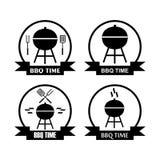 Insieme di tempo del bbq di logo con la leccarda Fotografia Stock Libera da Diritti