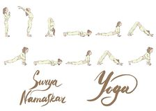 Insieme di un'yoga di pratica della ragazza, pose differenti dell'illustrazione di vettore del surya namaskar nei colori morbidi  royalty illustrazione gratis