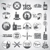 Insieme di vape, del logo della e-sigaretta, degli emblemi e dei distintivi isolati su fondo bianco Fotografia Stock