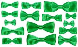 Insieme di vari nodi verdi dell'arco del raso isolati Fotografie Stock Libere da Diritti