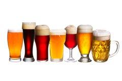Insieme di vari vetri di birra Vetri differenti di birra Birra inglese isolata su fondo bianco Fotografie Stock Libere da Diritti