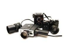 Insieme di vecchie macchine fotografiche su una priorità bassa bianca Fotografia Stock