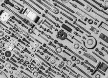 Insieme di vecchie viti di metallo arrugginite, dadi - e - foto in bianco e nero dei bulloni Immagine Stock Libera da Diritti