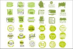 Insieme di vettore degli autoadesivi verde intenso con testo per l'imballaggio dei prodotti naturali Cibo del vegano Segni organi royalty illustrazione gratis