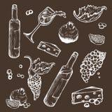 Insieme di vettore degli schizzi bevanda ed alimento su un fondo scuro Bottiglia di vino, bicchiere di vino, frutta, pezzo, i ram Immagine Stock