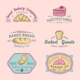 Insieme di vettore del logos d'annata del forno Retro raccolta degli emblemi con il biscotto, il bigné dolci ecc Icone della past Immagine Stock