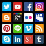 Insieme di vettore dell'icona sociale popolare di media nel fondo nero Immagini Stock