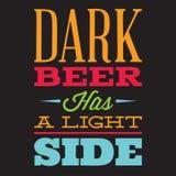 Insieme di vettore delle citazioni stilizzate sull'argomento di birra Testo di colore su un fondo nero illustrazione vettoriale