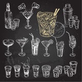 Insieme disegnato a mano di schizzo dei cocktail alcolici Illustrazione di vettore Fotografie Stock Libere da Diritti