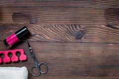 insieme e smalto di manicure per il trattamento delle mani sul modello di legno di vista superiore del fondo Immagine Stock Libera da Diritti