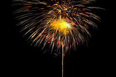 Insieme isolato dei fuochi d'artificio su fondo nero con il percorso di ritaglio fotografia stock