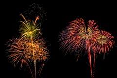 Insieme isolato dei fuochi d'artificio su fondo nero con il percorso di ritaglio immagini stock