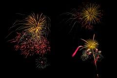 Insieme isolato dei fuochi d'artificio su fondo nero con il percorso di ritaglio fotografia stock libera da diritti