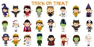 Insieme mega dei caratteri del partito di Halloween Venti quattro bambini in costumi differenti per Halloween su un fondo bianco  illustrazione vettoriale