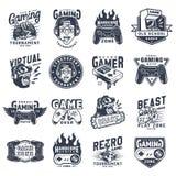 Insieme monocromatico d'annata degli emblemi di gioco illustrazione di stock
