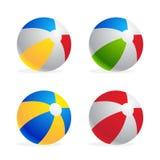 Insieme multicolore del beach ball isolato su fondo bianco Fotografie Stock Libere da Diritti