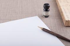 Insieme a penna ed inchiostro della fontana con lo strato bianco Immagine Stock Libera da Diritti