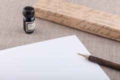 Insieme a penna ed inchiostro della fontana con lo strato bianco Fotografia Stock