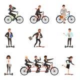 Insieme piano di vettore degli impiegati di concetto sui veicoli differenti: vada in bicicletta, hoverboard elettrico, segway, pa Fotografie Stock