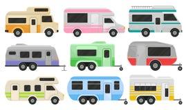 Insieme piano di vettore dei camper e dei rimorchi classici Veicoli ricreativi Casa delle ruote Automobili di comodità per la fam royalty illustrazione gratis