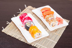 Insieme saporito giapponese dei sushi, orizzontale Fotografia Stock Libera da Diritti