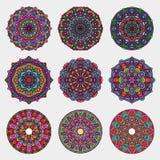 Insieme variopinto dettagliato di arte della mandala Arte d'annata della mandala con l'ornamento astratto floreale arrotondato Fo fotografia stock