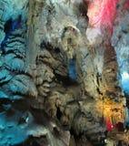 Insiemi delle caverne di morfologia carsica: stalattiti, stalagmite fotografia stock