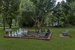 Insiemi di scacchi del giardino con le gocce di acqua dopo la notte piovosa in Sabie Fotografia Stock