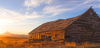 Insiemi di The Sun nell'Oregon centrale fotografia stock
