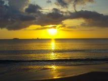 Insiemi di Sun sopra il Sea_Palawan Filippine Immagine Stock