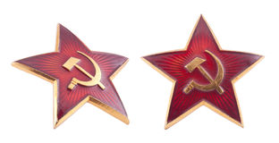Insigne rouge soviétique d'étoile avec le chemin de découpage Photographie stock