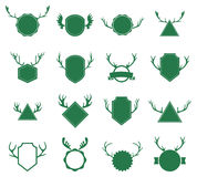 Insignes avec des klaxons de cerfs communs sur le fond blanc Photos libres de droits
