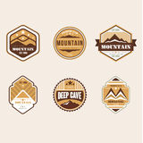 Insignes et Logo Emblems extérieurs de camp de vintage illustration stock