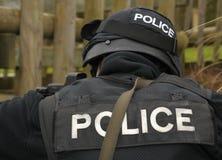 Insignia de la POLICÍA en el uniforme del GOLPE VIOLENTO Foto de archivo libre de regalías