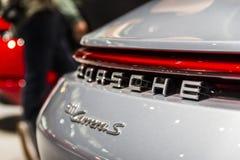 Insignia de Porsche en 992 Carrera imagen de archivo libre de regalías