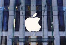 Insignia del Apple Computer en New York City Imagen de archivo