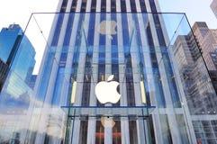 Insignia del Apple Computer en New York City Imágenes de archivo libres de regalías