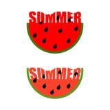 Insignia del verano Pedazo de sandía con verano de la palabra Rastros de camiseta Imagenes de archivo