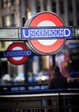 Insignia subterráneo en Londres Imagen de archivo libre de regalías