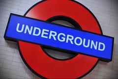 Insignia subterráneo en Londres Foto de archivo