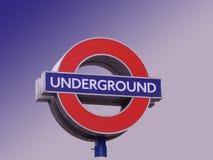Insignia subterráneo en Londres Imagenes de archivo