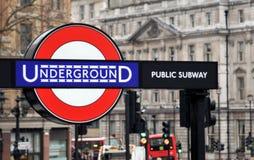 Insignia subterráneo en Londres Imágenes de archivo libres de regalías