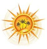 Insignia tropical del sol del oro Foto de archivo libre de regalías