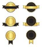 Insignias de oro y negras del vintage con la cinta Imagen de archivo libre de regalías