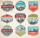 Insignias del vector del color del Grunge de la montaña stock de ilustración