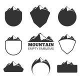 Insignias retras de la montaña del vector fijadas stock de ilustración