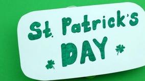 Inskrift för dag för St Patrick ` s på florets arkivfilmer