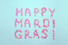 Inskrift Mardi Gras från konfettier Mardi Gras Feriegarneringkort, hälsningar, inbjudankort, baner arkivbilder
