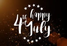 Inskrift som är lycklig 4th Juli med USA flaggan Royaltyfri Bild