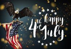 Inskrift som är lycklig 4th Juli med USA flaggan Royaltyfri Foto